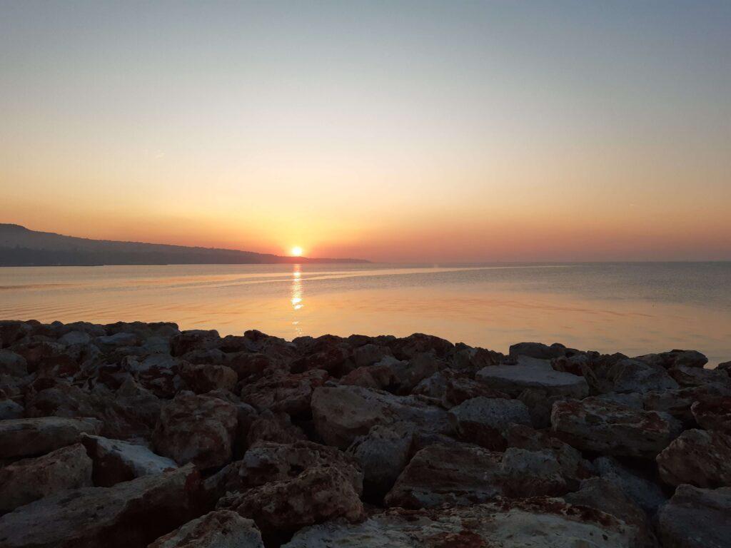 Изгрев над Варна
